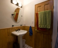08_attic_apartment__bathroom